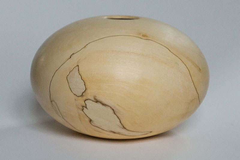 Ellipsoide in spalted maple, 12 x 18 cm